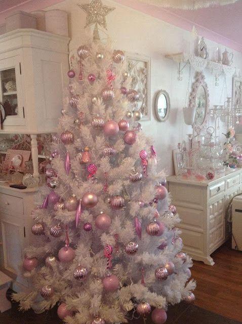 decorate white christmas trees 3