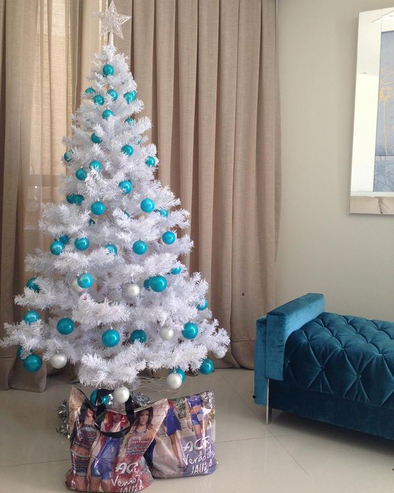 decorate white christmas trees blue