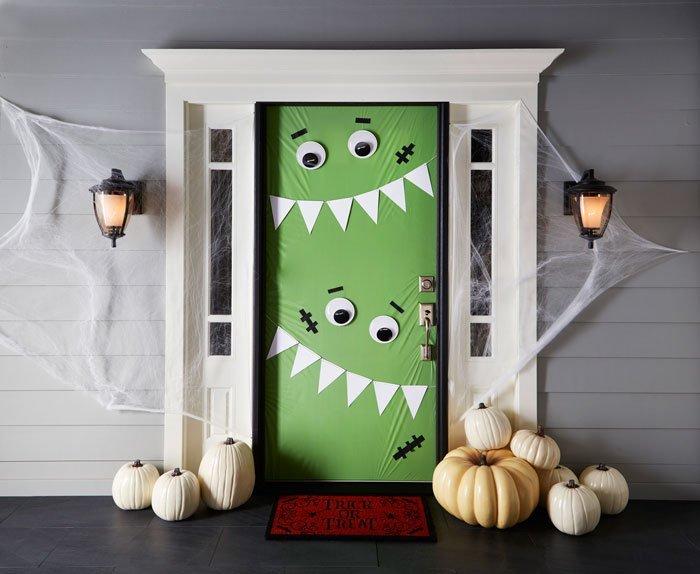 decorated halloween doors diy 1