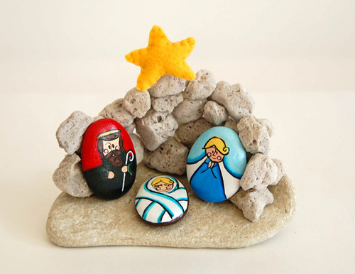 nativity scene made with recycled materials 1
